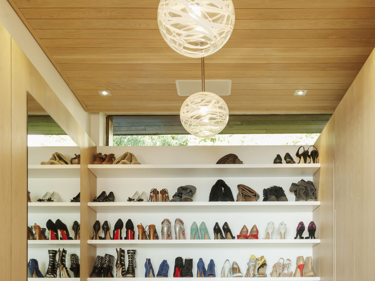 How to Select the Right Lighting for Your Closet