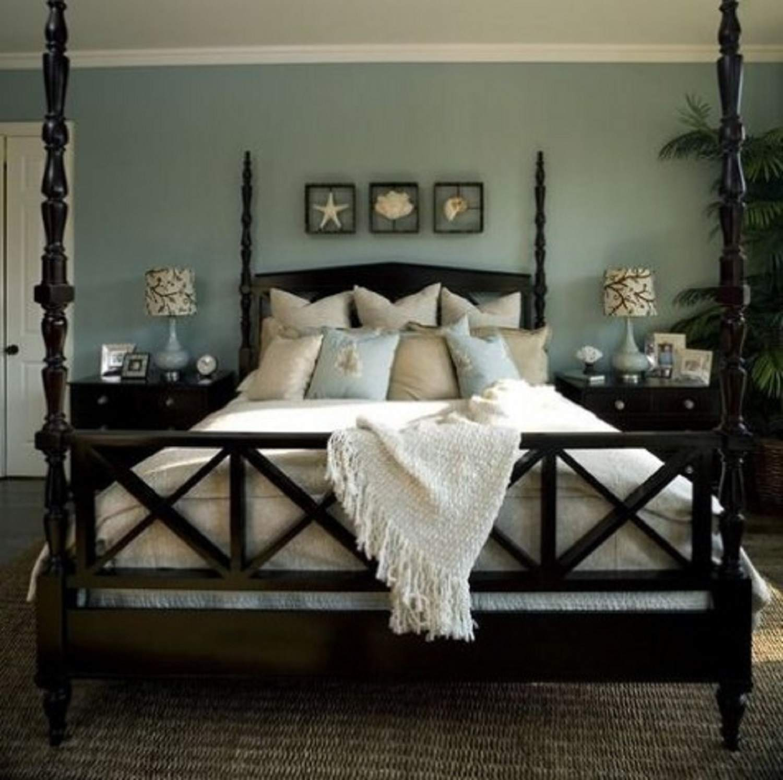Sophisticated beach bedroom
