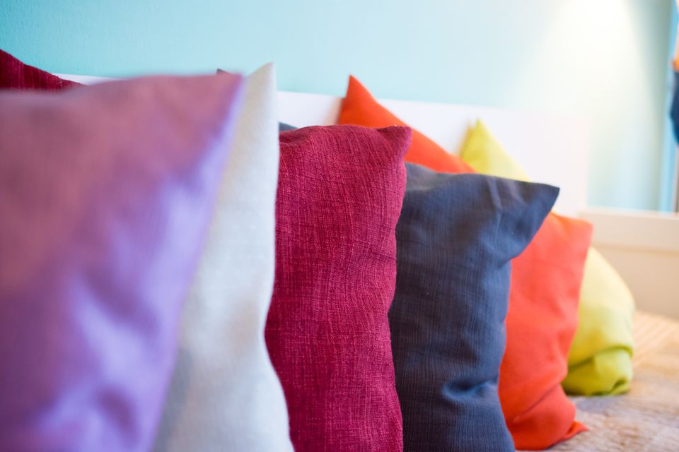 How To Choose The Perfect Throw Pillow