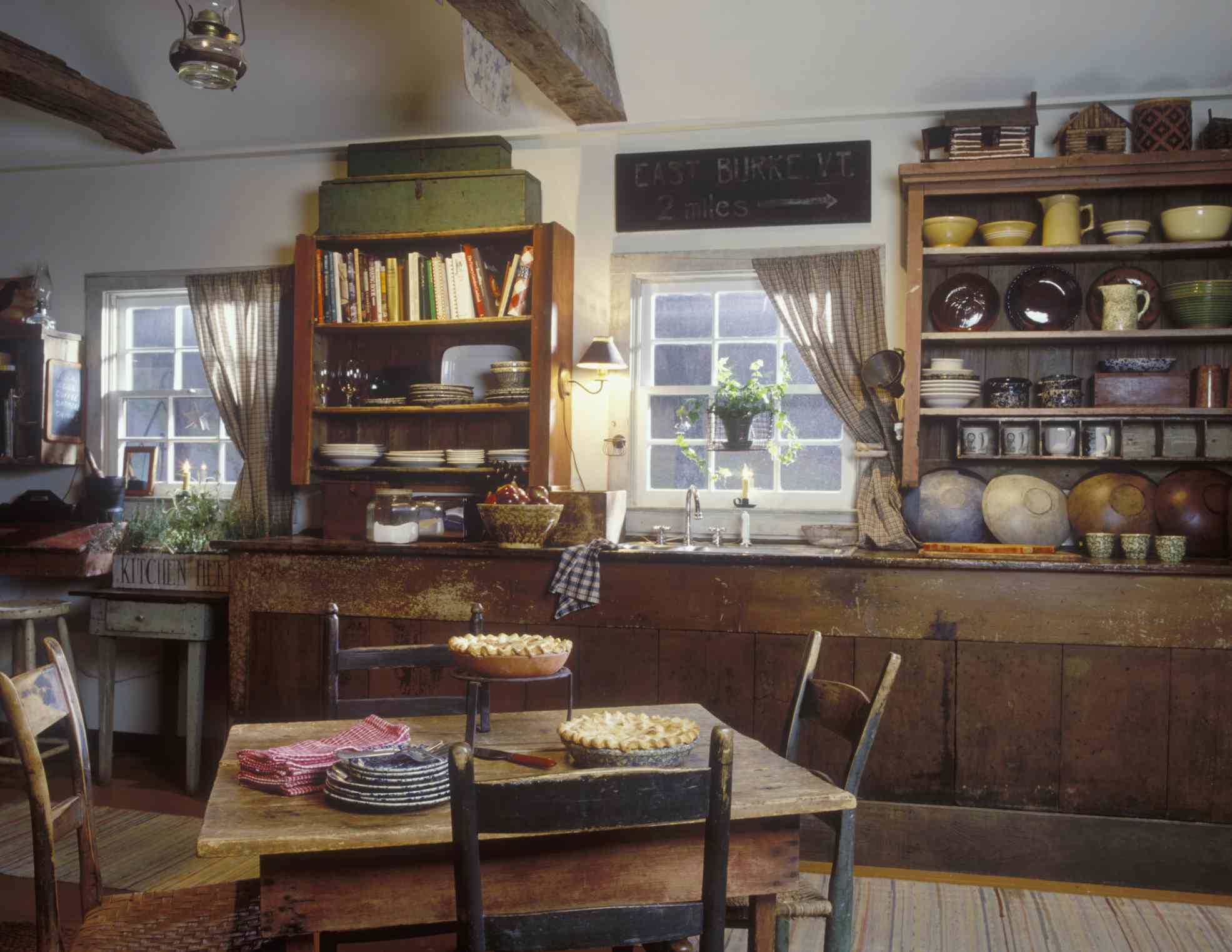 Cocina rústica con estantes abiertos