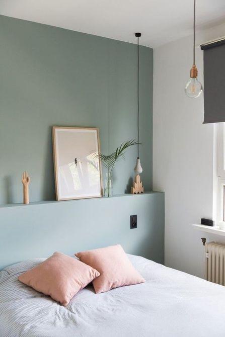 Dormitorio con paredes de color verde pálido
