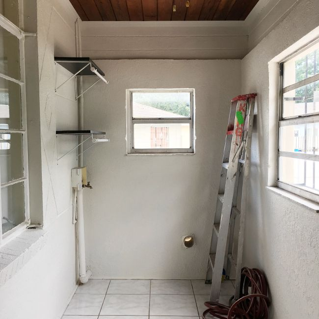 Before laundry room makeover.
