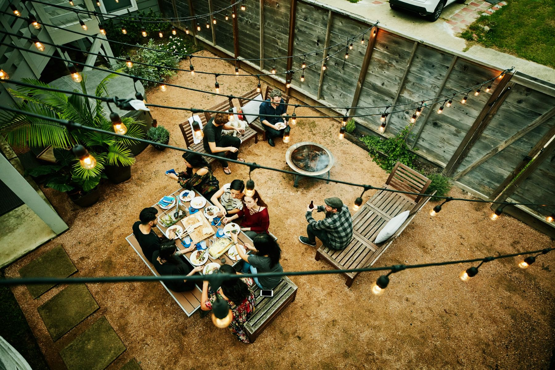 7 Top Tips For Throwing A Grand Party In A Small Home: Throw An Inexpensive Outdoor Party