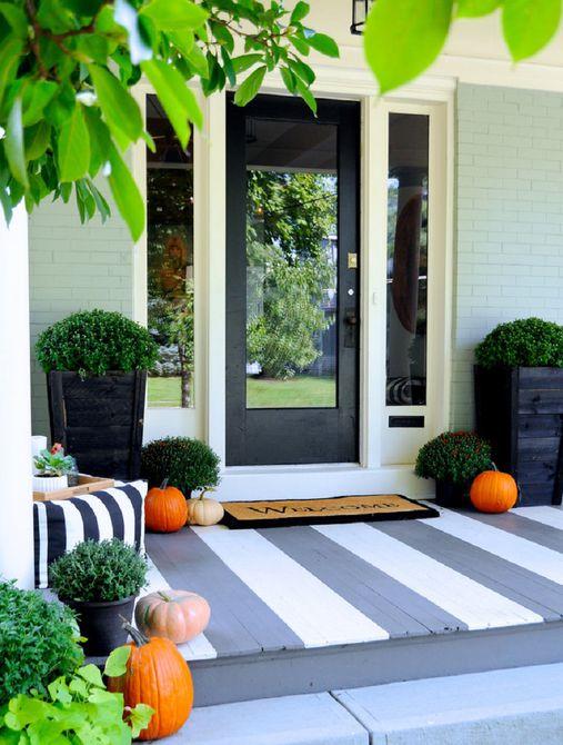Se agregaron acentos frescos al porche para el otoño