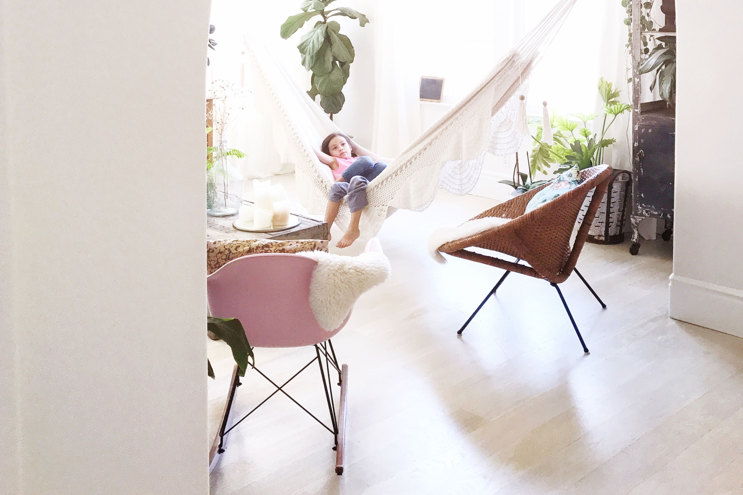 20 Ideas For Decorating With Indoor Hammocks