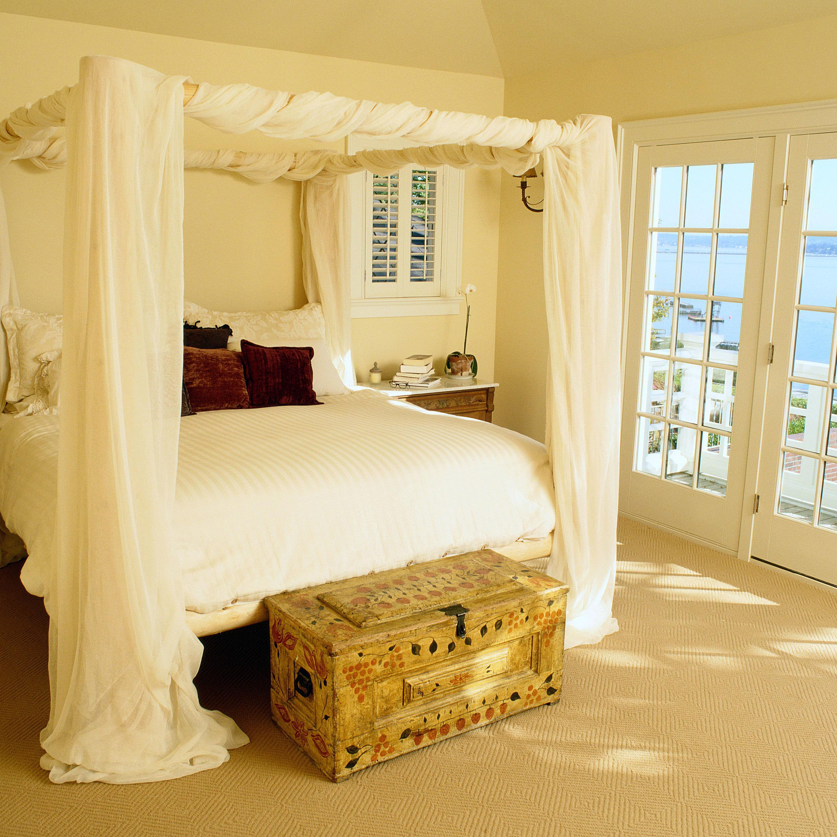 - DIY Your Own Beautiful And Romantic Canopy Bed
