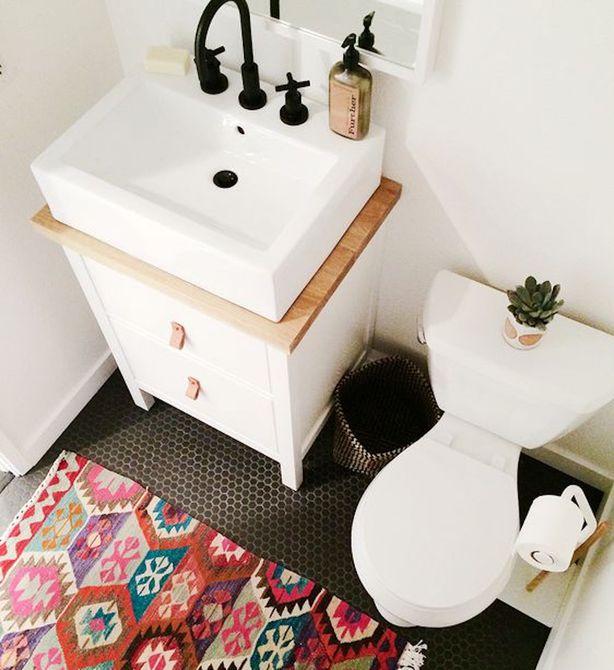 Alfombra de baño pequeña y colorida