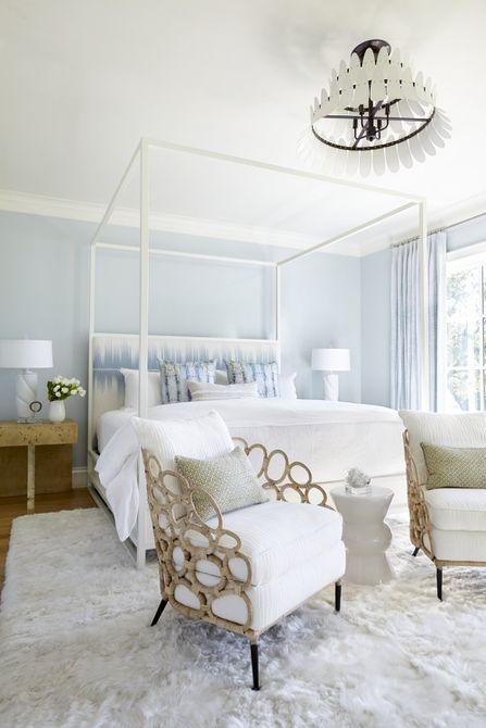 cama con dosel blanca con cabecera incorporada